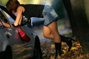 Lees meer over het artikel Onderweg een Prostituee geneukt in mijn auto